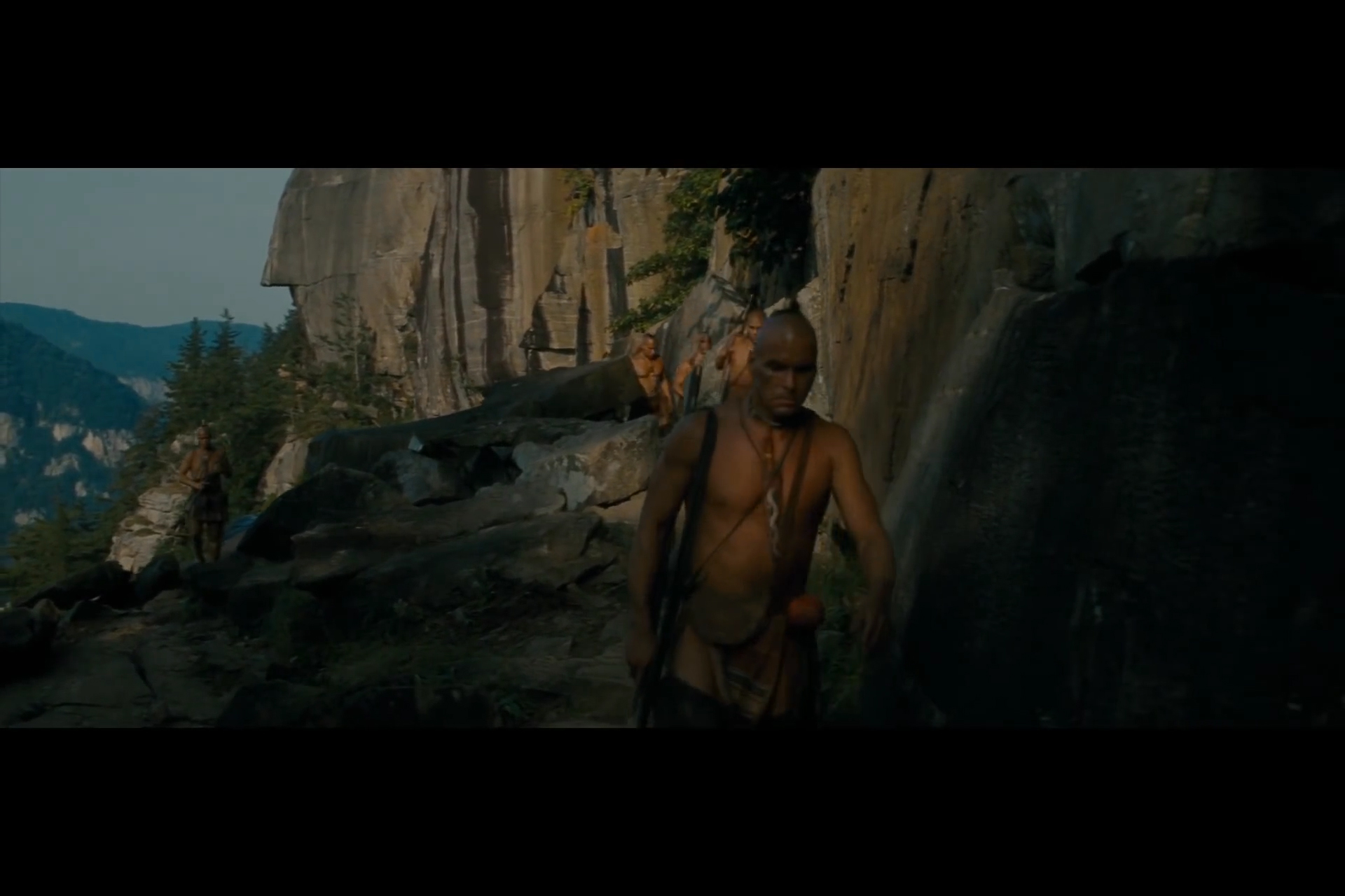 the last of the mohicans movie review essay From the opening of the last of the mohicans, in which daniel day-lewis's hawkeye fires his phallic rifle at the camera, you.